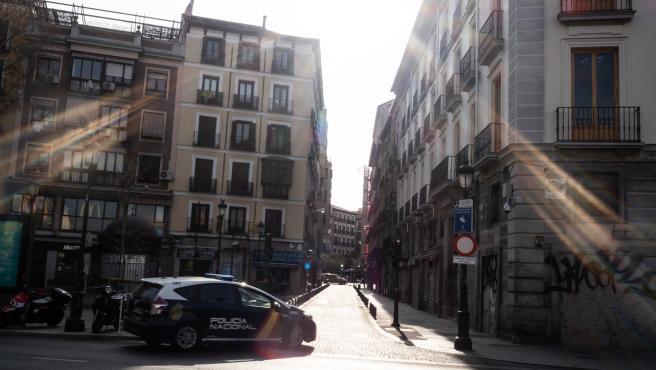 """España """"desbordada"""", sin material suficiente ni tests, supera los 1.000 muertos por coronavirus"""