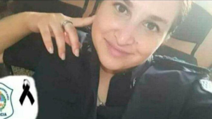 Dos hombres mataron a una mujer policía, en evasión a un control vehicular