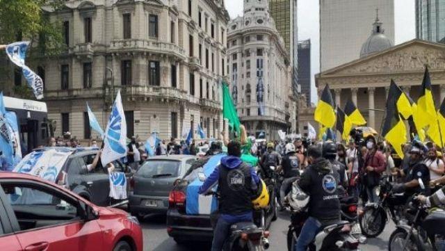 El peronismo conmemoró los 75 años del Día de la Lealtad con caravanas y un acto en la CGT