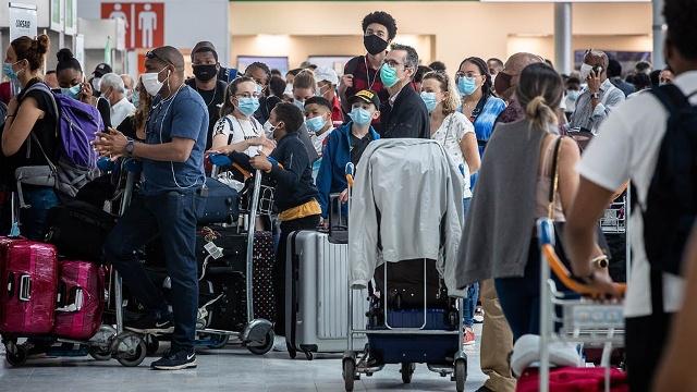 a es oficial la decisión de reducir la frecuencia de los vuelos que llegan del exterior