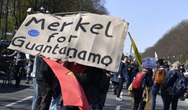 Media sanción en Alemania a ley que da más poder a Merkel para imponer restricciones a las regiones