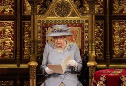 La reina Isabel expuso las prioridades del Gobierno británico al inaugurar sesiones parlamentarias