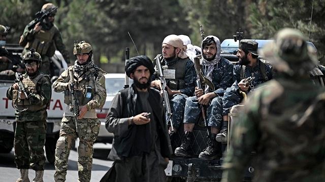 Los talibanes advirtieron que los ataques del EI deben parar cuando se vaya EEUU